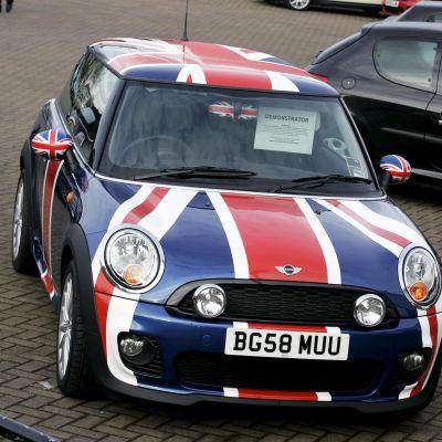 Union Jack -kuosiin maalattu Mini
