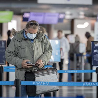 Matkustaja lentoasemalla