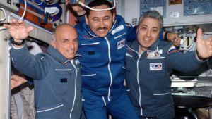 Världens första rymdturist Dennis Tito på rymdstationen.