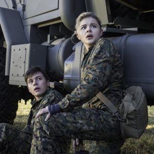 Cassie och Ben ser förskräckta ut.