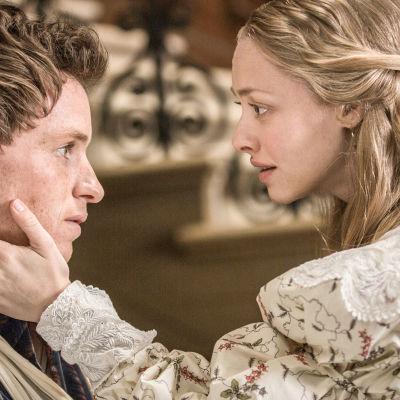 Rakastetun musikaalin kolmella Oscarilla palkittu elokuvaversio, jossa entinen vanki Jean Valjean etsii uutta elämää 1800-luvun Ranskassa.
