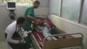 Skadade barn får vård i Afghanistan efter bombattentat mot moské 18.10.2019