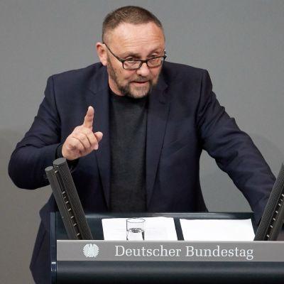 Den tyska AfD-politikern Frank Magnitz talar i tyska parlamentet.