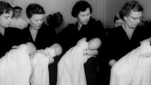 Neloset kastetaan Kuopiossa Savon Lastenlinnan keskolassa 1957