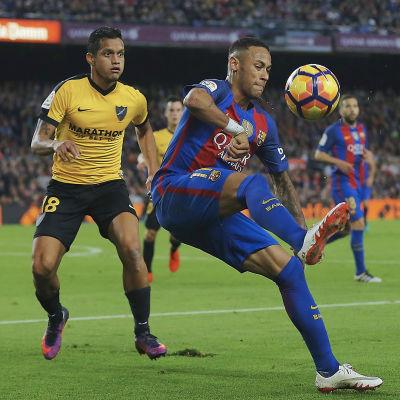 Neymar med bollen