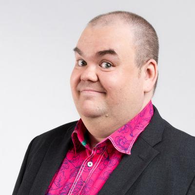 Johan Lindroos håller koll på UMK och Eurovision-tävlingarna även i år.