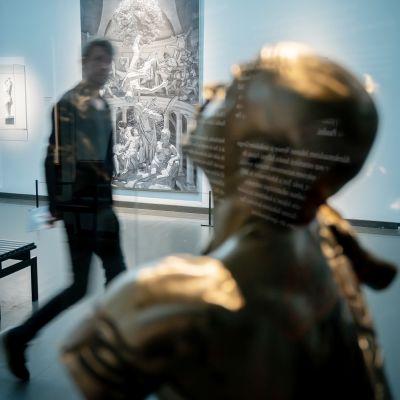 museovieras ja taidetta