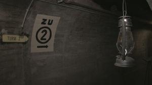 På väg mot kanontorn nummer två i bunker i Schweiz