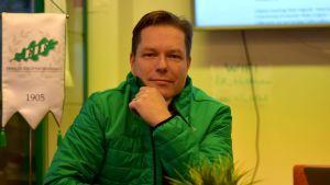 Porträttbild på Niclas Lindgren.