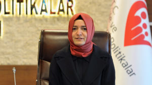 Turkiets familjeminister Fatma Betül Sayan Kaya är inte välkommen in Nederländerna.