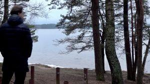 Ionov på stranden av sjön Visaginas.