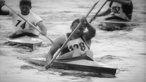 Thorvald Strömberg paddlar i OS 1952.