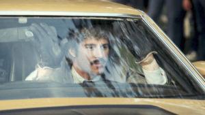"""H.B. """"Toby"""" Halicki ohjaamassaan elokuvassa Puhallettu 60 sekunnissa (1974)."""