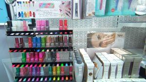 apteekit myyvät kosmetiikkaa ja kynsilakkoja