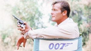 """Roger Moore som James Bond i filmen """"Leva och låta dö"""" från 1973."""