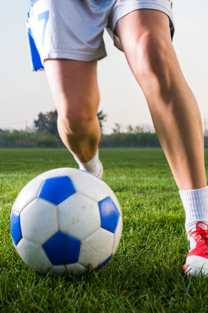 Fotbollsspelare med boll.