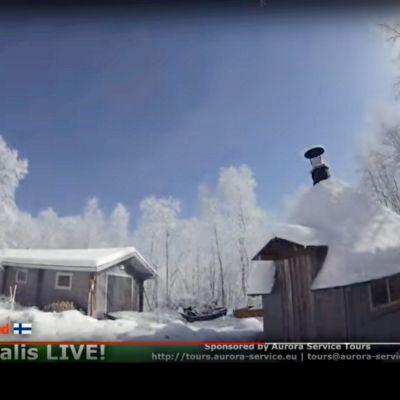 Fallande meteorit lyser upp landskapet i Lappland