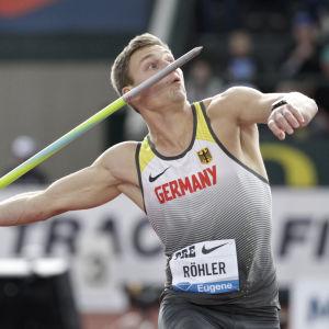 Thomas Röhler kastar spjut.