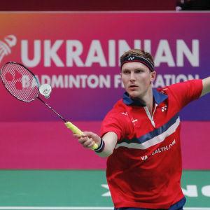 Viktor Axelsen i EM-semifinalen mot Kalle Koljonen i Kiev 2021.