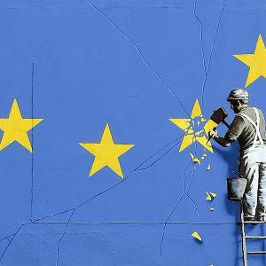 Den brittiska artisten Banksys mural om brexit målades på en husvägg i Dover.