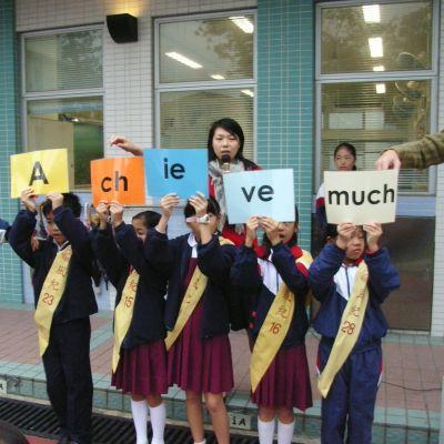 Skolbarn på rad i Hongkong