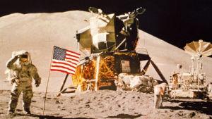 Amerikkalaisia Kuussa