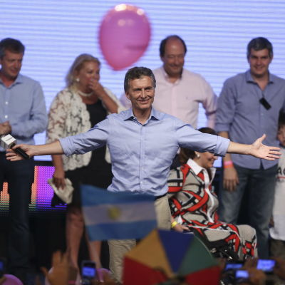 Konservativa Mauricio Macri tar hem segern i Argentinas presidentval den 22 november 2015.