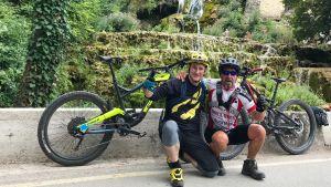 Björn Roos från Borgå med kompis han mött på roadtrip i Europa