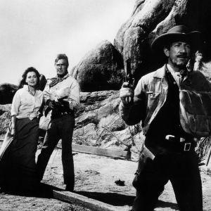 Maureen O'Sullivan, Randolph Scott ja Richard Boone elokuvassa Pettämätön pistooli