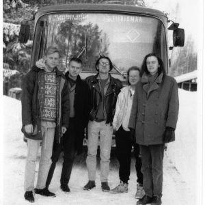 Bandet och turnébussen.