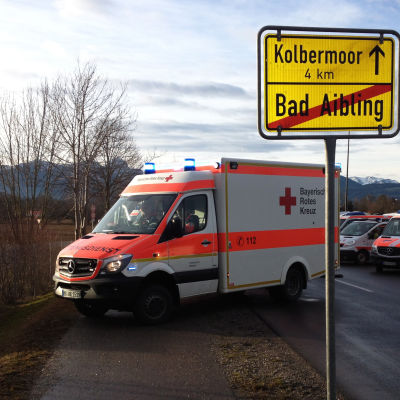 Ambulanser vid olycksplatsen i Bad Aibling.