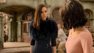 Jennifer Connellys vetenskapskvinna spänner blicken i unga Alita.
