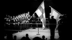 Suomen ja Itävallan liput kehässä nyrkkeilymaaottelussa 1951.