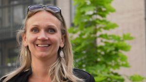 Svenska Ylen vastaava toimittaja Maria Lundström