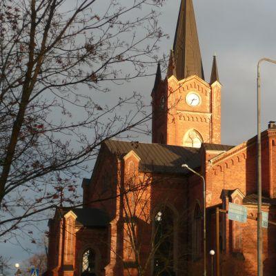 delvis solbelyst lovisa kyrka