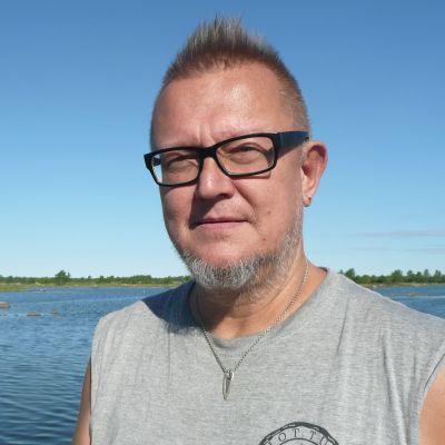 Lamppu Laamanen Svedjehamnin satamassa.