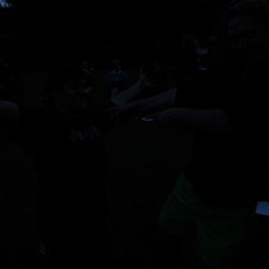 kuva keikalta, pimeää