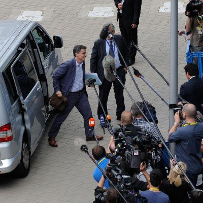 Geklands nya finansminister Euklides Tsakalotos anländer till EU:s finansministermöte i Bryssel.