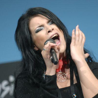 Hanna Pakarinen laulaa euroviisujen 2007 harjoituksissa.