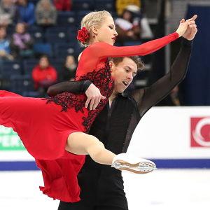 Juulia Turkkila och Matthias Versluis tävlar i isdans vid EM i Minsk.