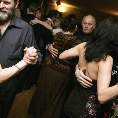 Tanssivia pareja.