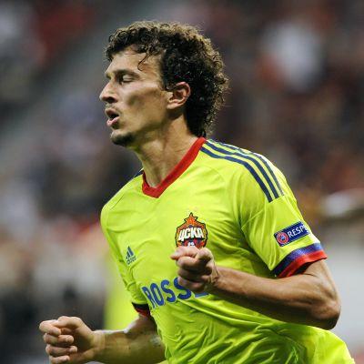 Roman Eremenko spelar fotboll i CSKA.