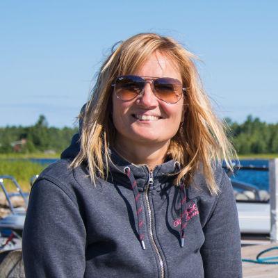 Maria Karp vid sin båtbrygga.
