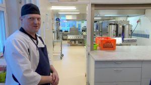 Patrik Långs, kosthållsföreståndare i Tegengrenskolan i Vörå.