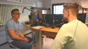 Sixten Boström besöker Radiohuset
