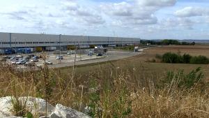 Industrihallar präglar landskapsbilden allt oftare.