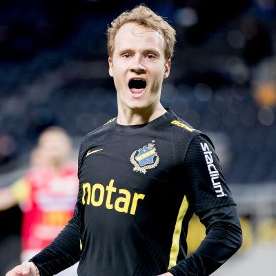 AIK:s Saku Ylätupa firar 1–0-målet mot Degerfors.