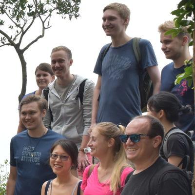 En grupp finländare och kineser i en av Hongkongs naturparker