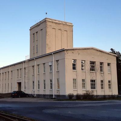 En fabriksbyggnad i Hangö.
