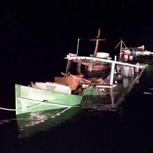 Fritidsbåt som har sjunkit på Hangö västra fjärd.
